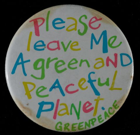 GH011843; Badge, 'Please leave Me A green and Peaceful Planet'; 1980s; Greenpeace (image/tiff)
