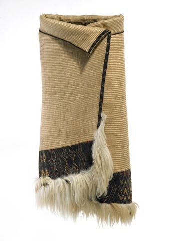 Kaitaka aronui/pätea (fine cloak with deep lower täniko border and horizontal aho weft rows)