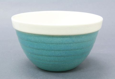 CG001527; Mixing bowl; 1950s; Crown Lynn Potteries Ltd (image/jpeg)