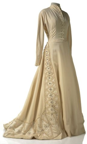 GH015668; Dress, wedding; Circa 1950; Carosa ; view 1 (image/tiff)