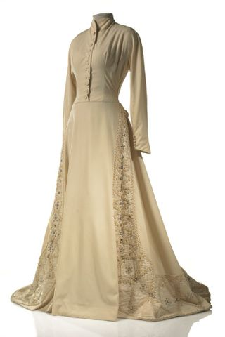 GH015668; Dress, wedding; Circa 1950; Carosa ; view 2 (image/tiff)