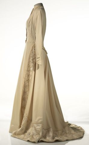 GH015668; Dress, wedding; Circa 1950; Carosa ; view 3 (image/tiff)