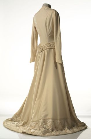 GH015668; Dress, wedding; Circa 1950; Carosa ; view 4 (image/tiff)