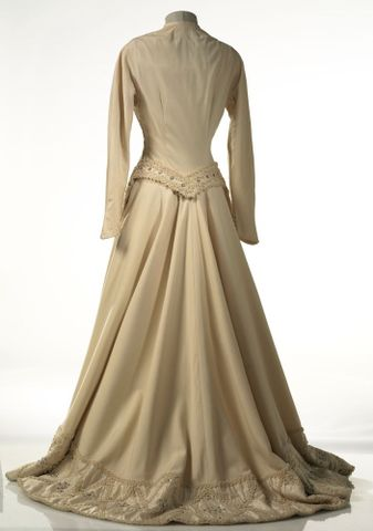 GH015668; Dress, wedding; Circa 1950; Carosa ; view 5 (image/tiff)