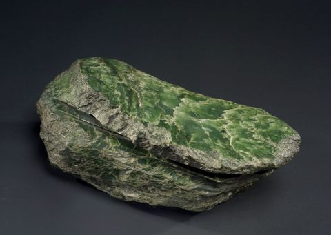 ME024004; Sawn Pounamu Boulder; Unknown ; view 3 (image/tiff)