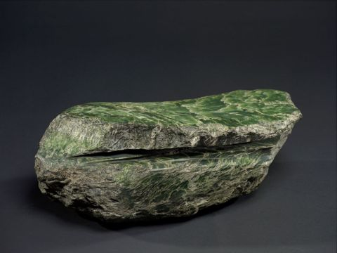 ME024004; Sawn Pounamu Boulder; Unknown ; view 4 (image/tiff)