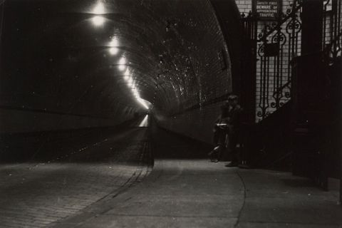 O.005920; Rotherhithe Tunnel, London; 11.1937; Lee-Johnson, Eric (image/tiff)