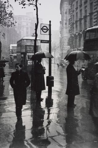 O.005934/02; Wet day, Aldwych, London; 11.1937; Lee-Johnson, Eric (image/tiff)