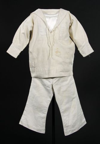 Boys sailor suit, 1890. Te Papa