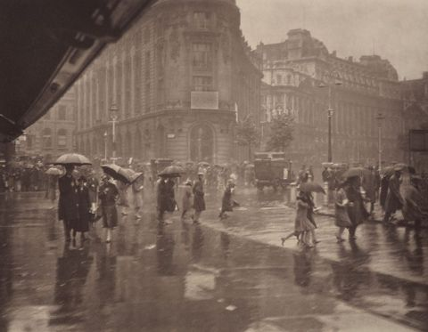 O.031867; One of London's wet days; 1920s; Moult, Harry ; without frame (image/jpeg)