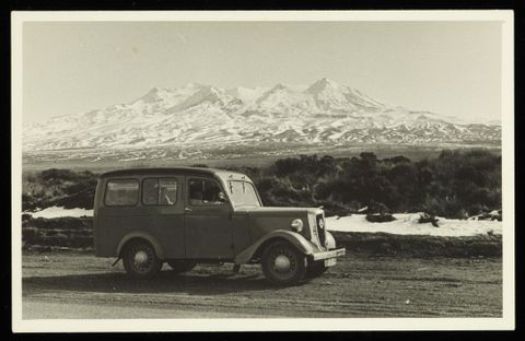 O.010986; Lee-Johnson family car as seen during winter; 1940 s; Lee-Johnson, Eric (image/tiff)