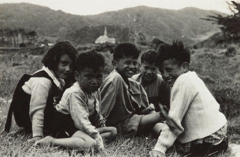 O.006806; Children of Pakanae, Northland; 11.1953; Lee-Johnson, Eric (image/tiff)