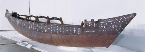 FE010421; Vaka (canoe) Tauhunu; circa 1900; Cook Islands; front 3/4 view; cropped (image/tiff)