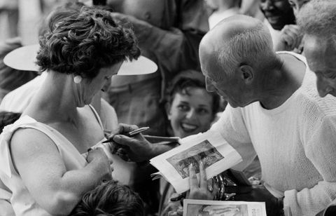 E.004030/3; Pablo Picasso signing autograph, Vallauris, France; 1955; Spanish; Brake, Brian; view 3 (image/tiff)