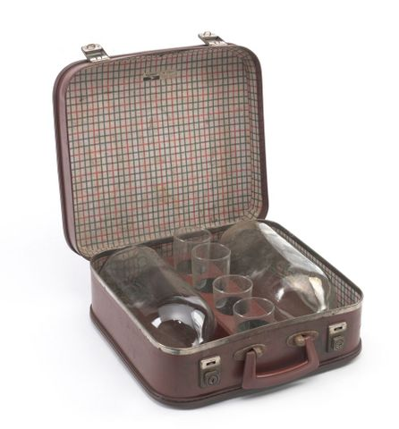 GH012214/1-8; Flagon case; circa 1960; Flight (image/tiff)