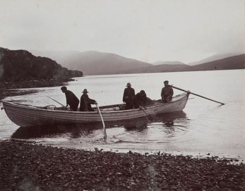 O.007026; Whaleboat, used by Expedition, and crew in Carnley Harbour; 1907; Page, Samuel ; without frame (image/jpeg)