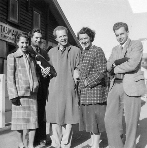 O.029356; Brian Brake with Doreen Blumhardt and friends; c.1945; Unknown (image/jpeg)