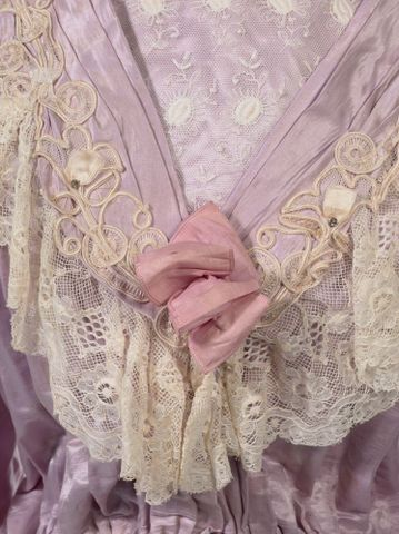 GH016409/1-2; Wedding dress; Circa 1909; Unknown; detail 2 (image/tiff)