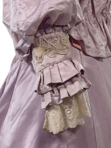 GH016409/1-2; Wedding dress; Circa 1909; Unknown; detail 3 (image/tiff)