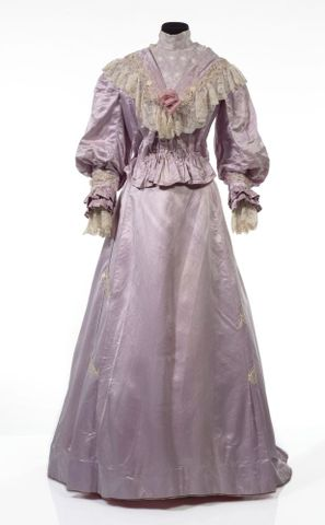 GH016409/1-2; Wedding dress; Circa 1909; Unknown; view 1 (image/tiff)