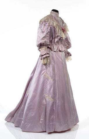 GH016409/1-2; Wedding dress; Circa 1909; Unknown; view 2 (image/tiff)