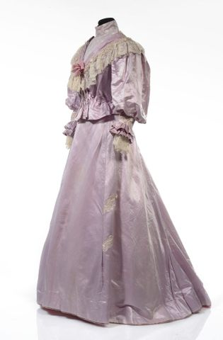 GH016409/1-2; Wedding dress; Circa 1909; Unknown; view 3 (image/tiff)