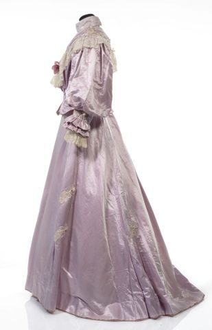 GH016409/1-2; Wedding dress; Circa 1909; Unknown; view 4 (image/tiff)