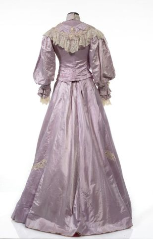 GH016409/1-2; Wedding dress; Circa 1909; Unknown; view 5 (image/tiff)