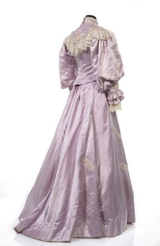 GH016409/1-2; Wedding dress; Circa 1909; Unknown; view 6 (image/tiff)