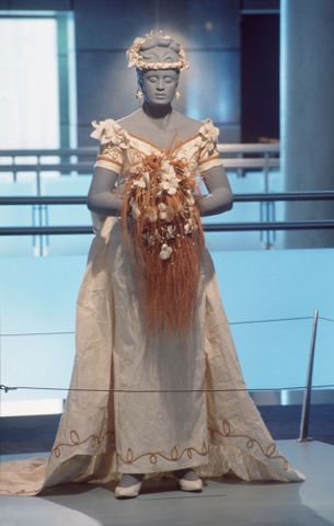 "FE011130; Wedding costume; 1997; Chan-Cheuk, Paula; as installed in ""Jewelled"" Exhibition (image/tiff)"