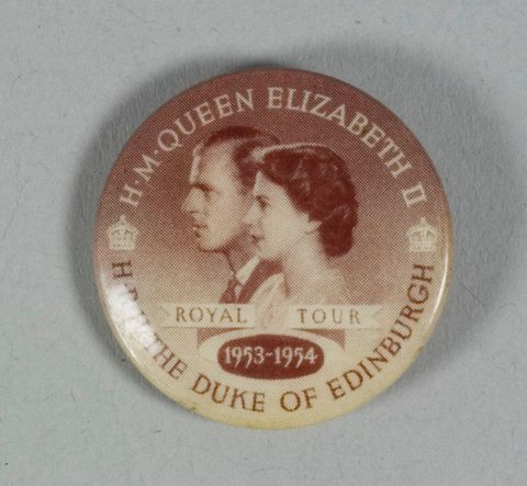 Badge, 'Royal Tour', 1953, New Zealand. Maker unknown. Gift of Tony Mackle, 2011. Te Papa