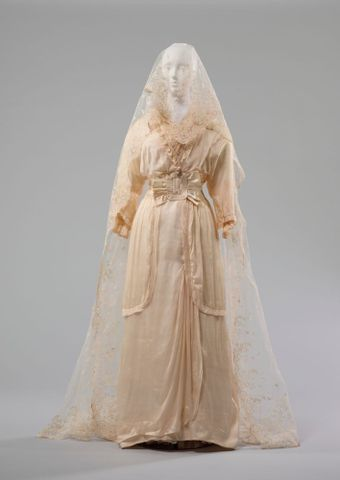 PC002677; Wedding dress; 1914; Unknown ; view 1 (image/tiff)