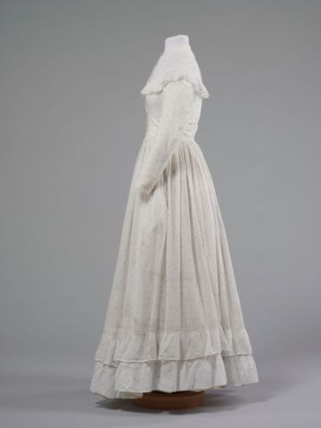 GH016348/1-2; Wedding dress; 1872; Clark, Elizabeth; view 3 (image/tiff)