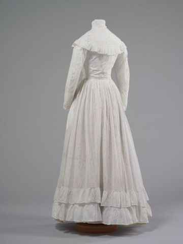 GH016348/1-2; Wedding dress; 1872; Clark, Elizabeth; view 4 (image/tiff)