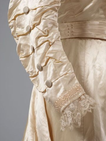 PC002586; Wedding Dress; circa 1890 ; detail 2 (image/tiff)