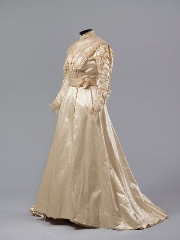 PC002586; Wedding Dress; circa 1890 ; view 1 (image/tiff)