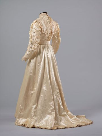 PC002586; Wedding Dress; circa 1890 ; view 3 (image/tiff)