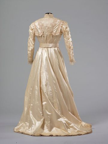 PC002586; Wedding Dress; circa 1890 ; view 4 (image/tiff)