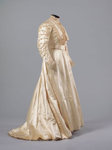 PC002586; Wedding Dress; circa 1890 ; view 6 (image/tiff)