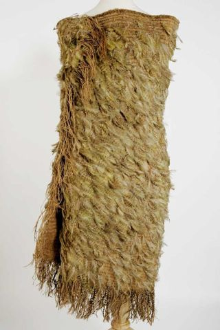 A cloak of kakapo feathers
