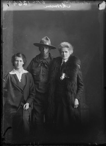 Portrait of Thomas Henry Mossman, Esther Muriel Mossman and Marion Susan Mossman