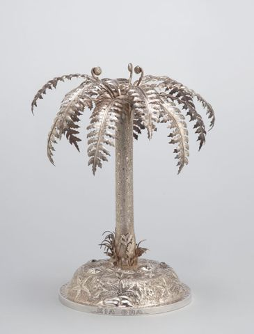 GH003567; Table centrepiece; about 1890; Grady, Frank ; view 2 (image/tiff)