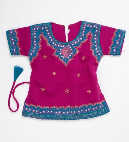 Shirt for Ghagra choli (Indian outfit), circa 2009, maker unknown. Gift of Aariel Naidu, 2012. Te Papa (GH017623)