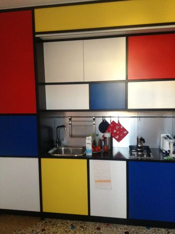Mondrian-themed kitchen in apartment on Dorsoduro, photograph by Heather Galbraith, 2013