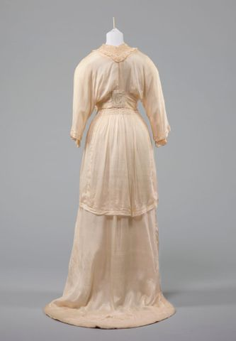 PC002677; Wedding dress; 1914; Unknown (image/tiff)