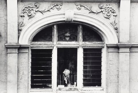 Peter at the gallery window, 1989, Dominion Post, Fairfax Media