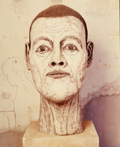 John Davies, <EM>Head (white with lines)</EM>, 1983–84, print on fibreglass cast, 1082 mm, Collection of SA McLean, Ireland. On display in The British Show. Photograph National Art Gallery/Te Papa. © John Davies, courtesy Marlborough Fine Art