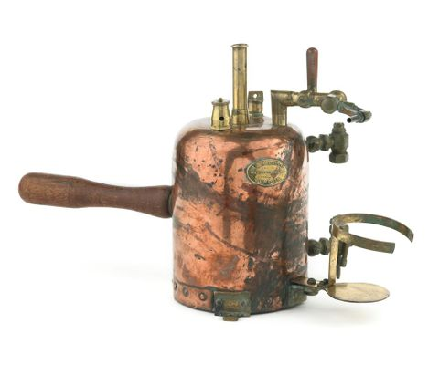 GH011797; Pressure sprayer; about 1910; A. & T. Burt, Ltd ; view 1 (image/tiff)