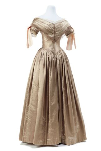 PC001362; Ball gown; 1839-1840; Unknown ; view 2 (image/tiff)
