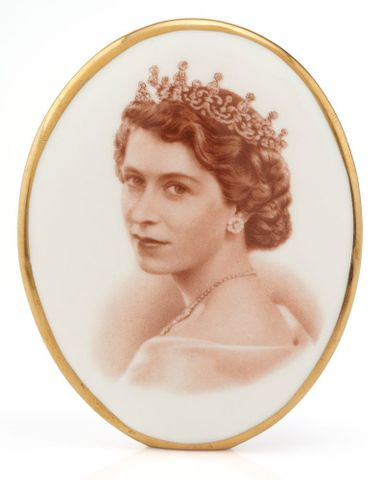 GH021476; Ceramic plaque (portrait of Queen Elizabeth II); 1953; RH & SL Plant Limited (image/tiff)
